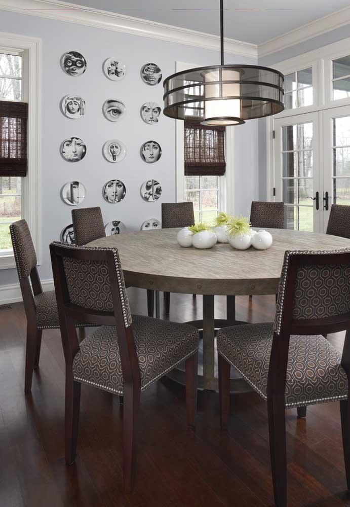 Quanto mais cadeiras, maior deve ser a mesa para garantir o conforto e a funcionalidade do móvel