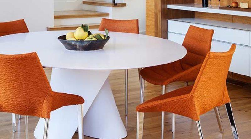 Mesa redonda: 58 ideias inspiradoras para você decorar a sua sala