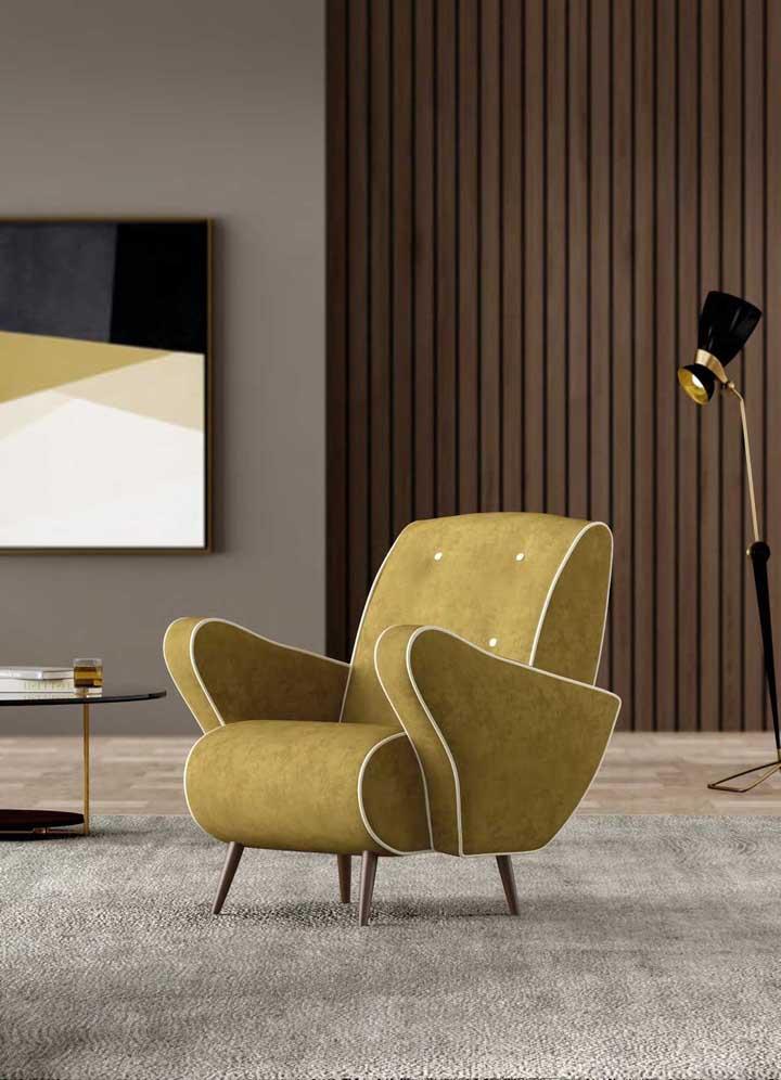 Com jeito retrô, essa poltrona se destaca em meio a decor moderna da sala
