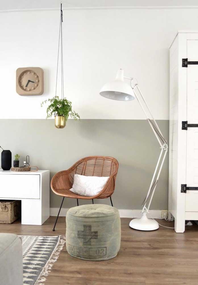 Poltrona de vime para a sala de estar em uma releitura moderna