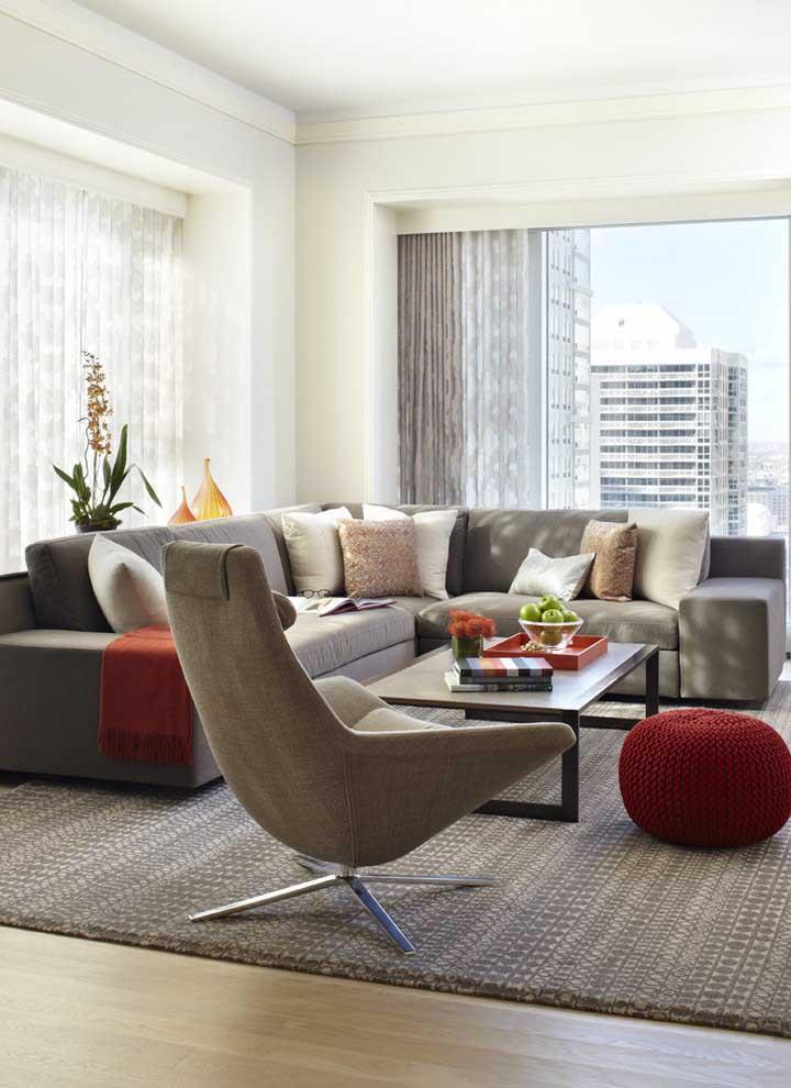 Poltrona para sala de estar com base giratória