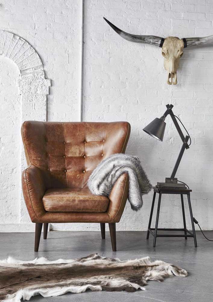 Poltrona de couro para compor uma sala moderna e cheia de estilo