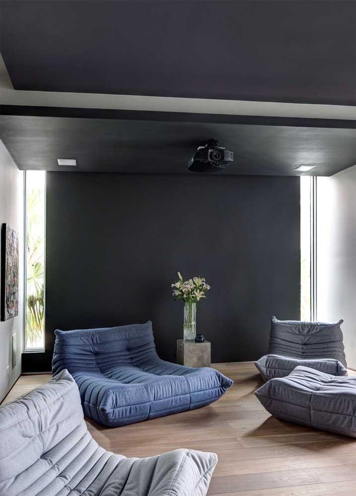 Poltronas para sala em estilo futon; ideal para decorações despojadas