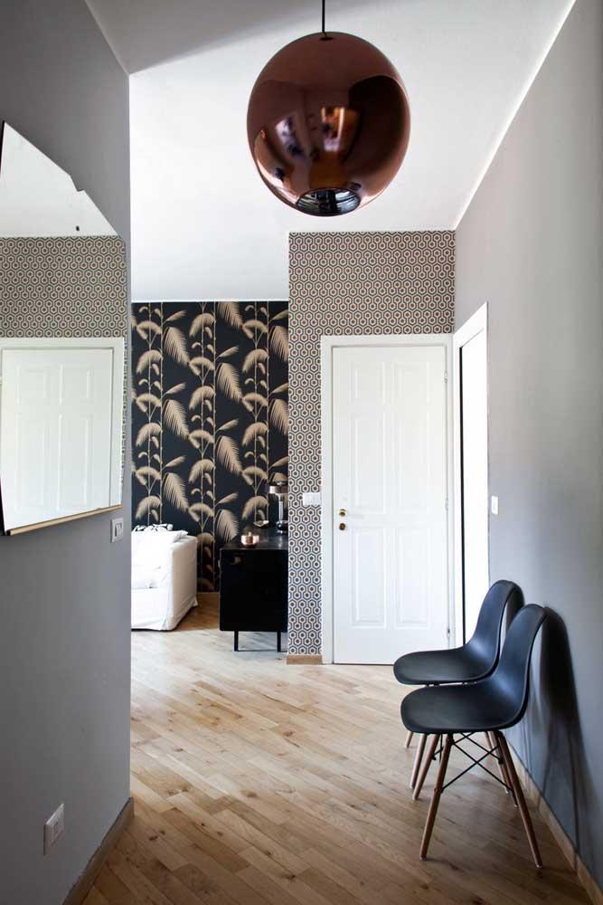 Na dúvida, simplifique: pinte a porta de entrada de branco, a cor é neutra e se encaixa em qualquer estilo