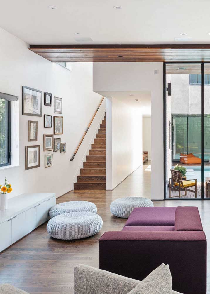 Trio de puffs com capa de crochê: conforto e estilo para sala de estar