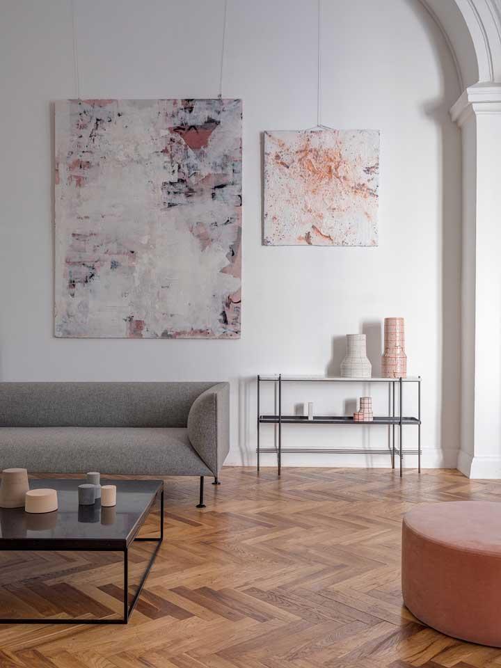 Dupla de quadros abstratos em harmonia com as cores da decoração da sala