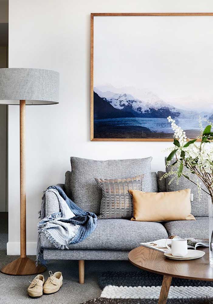 Os quadros também ajudam a criar sensação de profundidade para sala