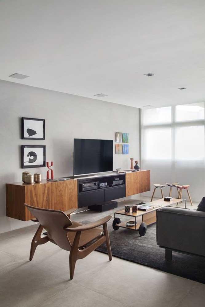 Sala planejada moderna com rack suspenso para TV; pouca informação para um visual clean