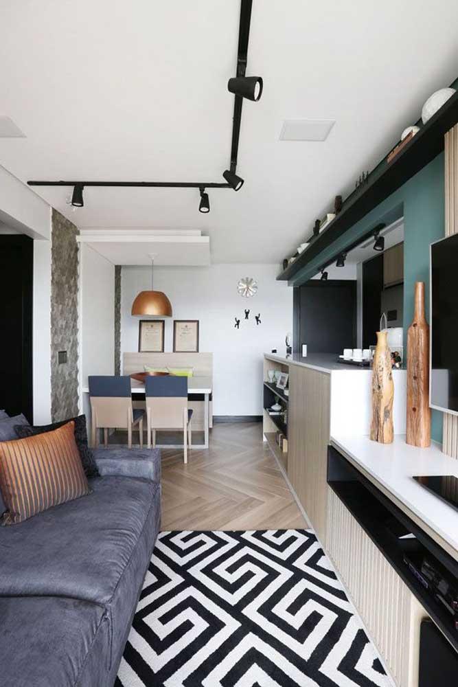 O planejamento é item obrigatório para a uma sala pequena e estreita, como essa da imagem.