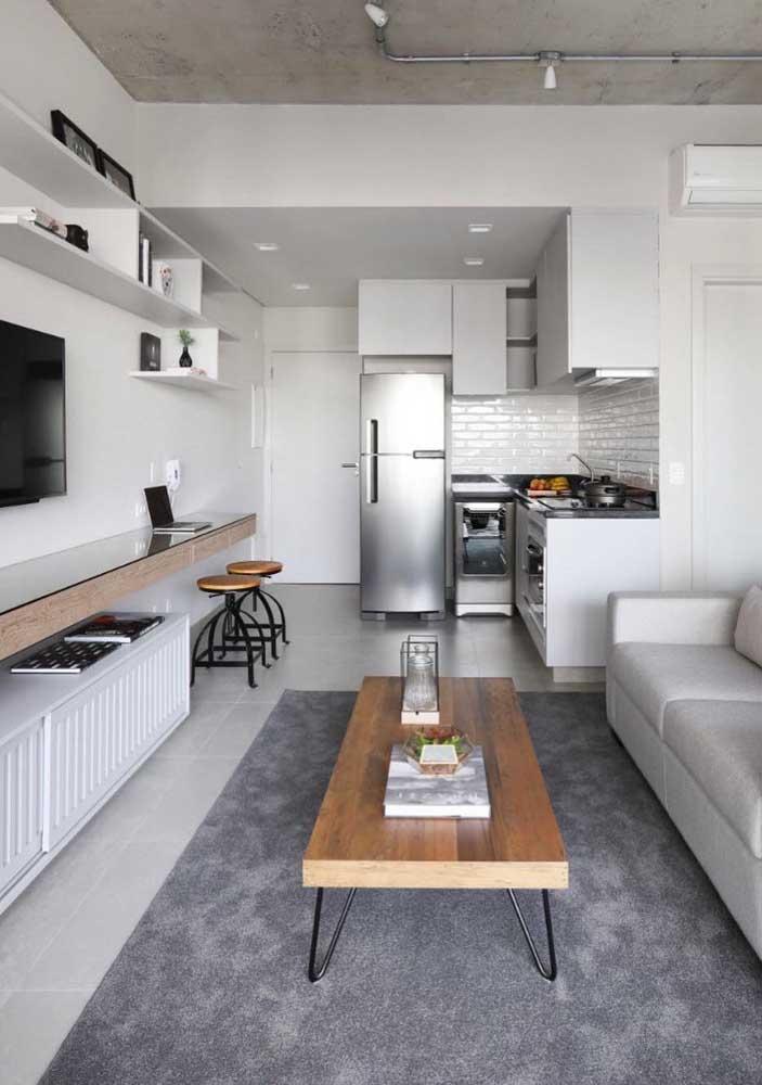 Sala de estar planejada e integrada física e visualmente aos demais ambientes da casa