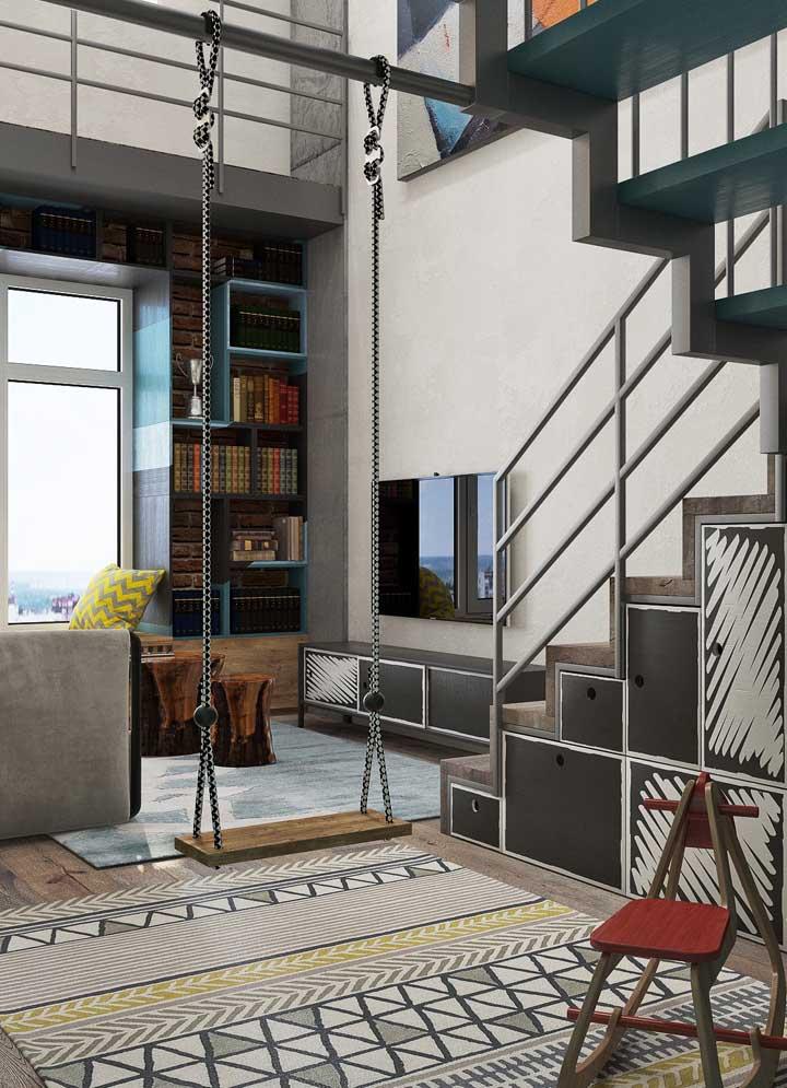 Sala planejada em estilo moderno e jovial; o balanço entre os ambientes reforça essa proposta