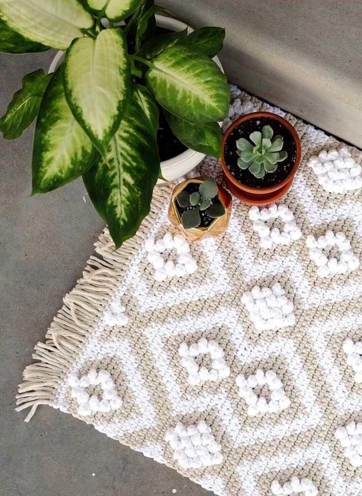 Ao invés de deixar o tapete de crochê no centro da cozinha, você pode colocá-lo no cantinho da parede.