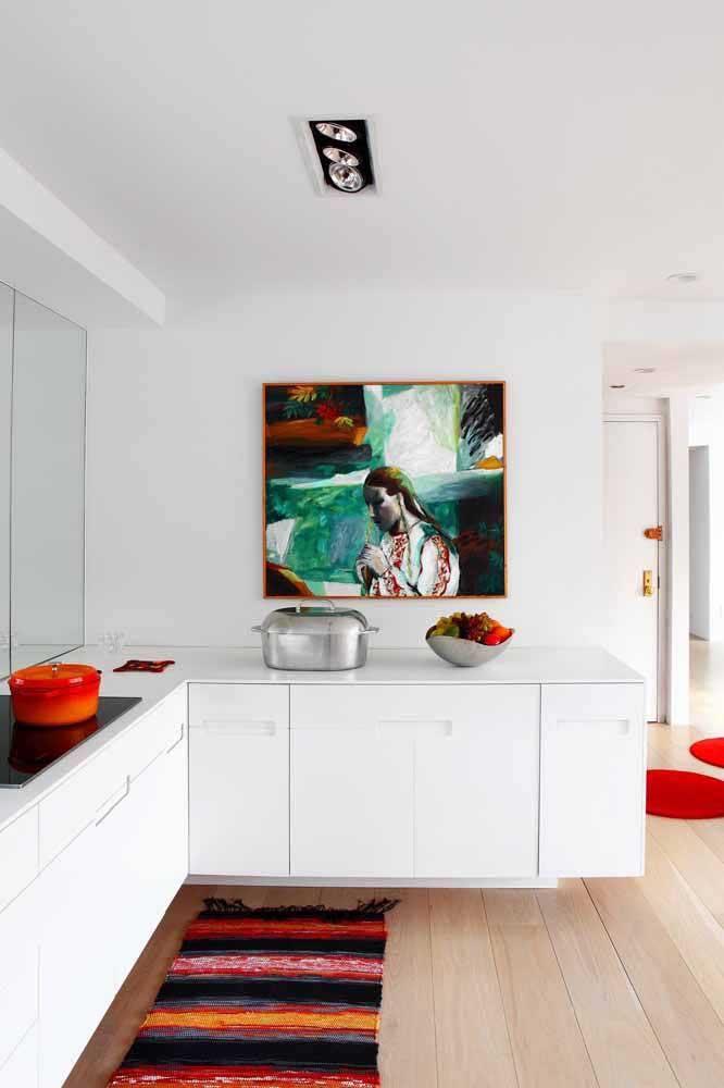 Cores vibrantes transmitem mais alegria ao ambiente. Portanto, se você deseja uma cozinha com o clima mais quente, invista em tapetes com esses tons.