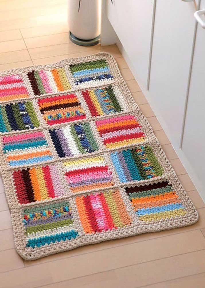 Que tal fazer um tapete de crochê com vários quadrados coloridos?