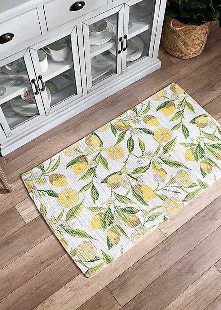 Olha que estampa perfeita desse tapete usado na decoração da cozinha.