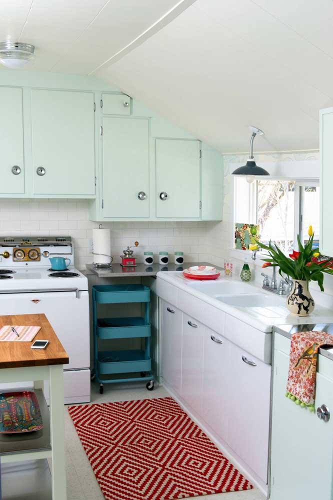 Para chamar atenção na decoração da sua cozinha, você não precisa de muita coisa, apenas saber escolher os elementos decorativos certos.