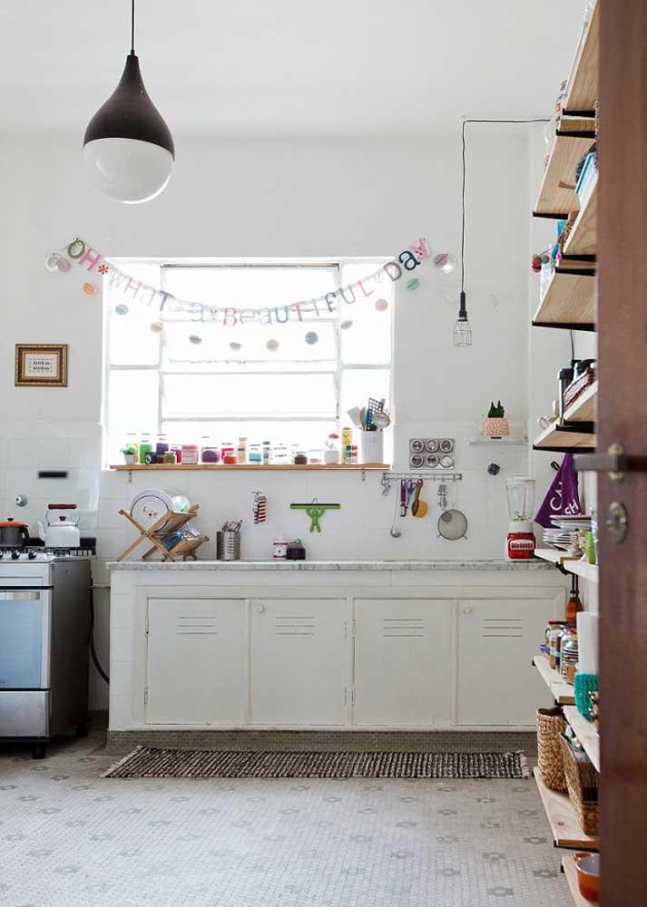 Se o ambiente da cozinha é colorido e cheio de vida, vale apostar no modelo de tapete no mesmo estilo.