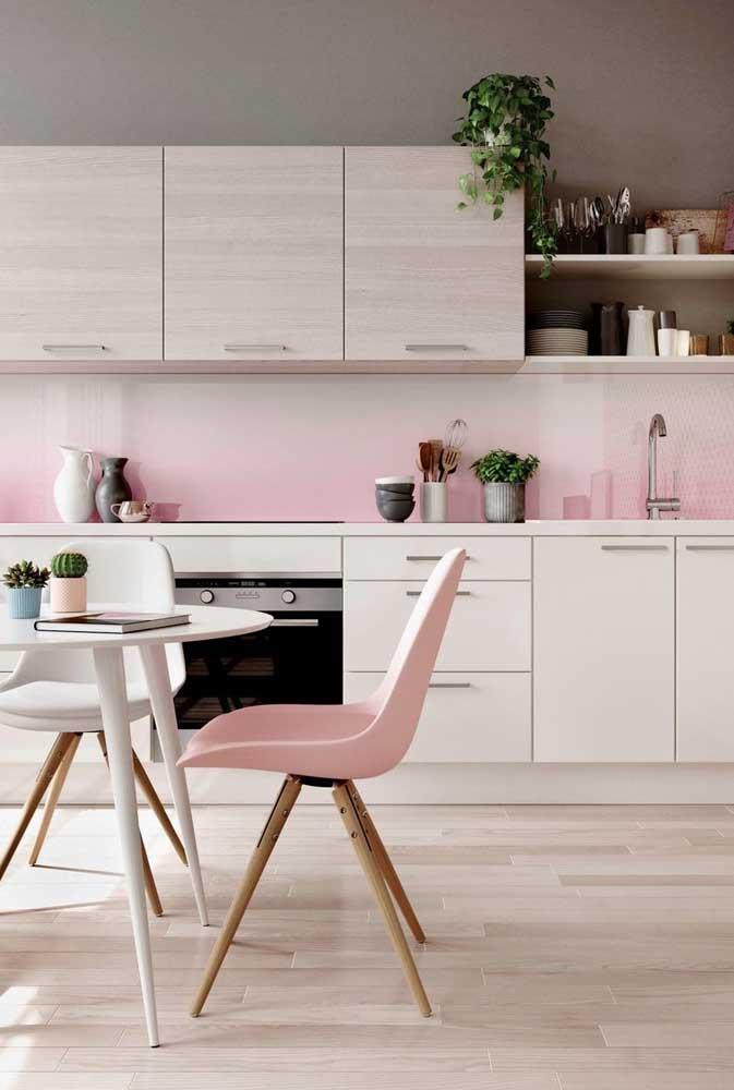 Olha essa combinação perfeita entre móveis e piso.