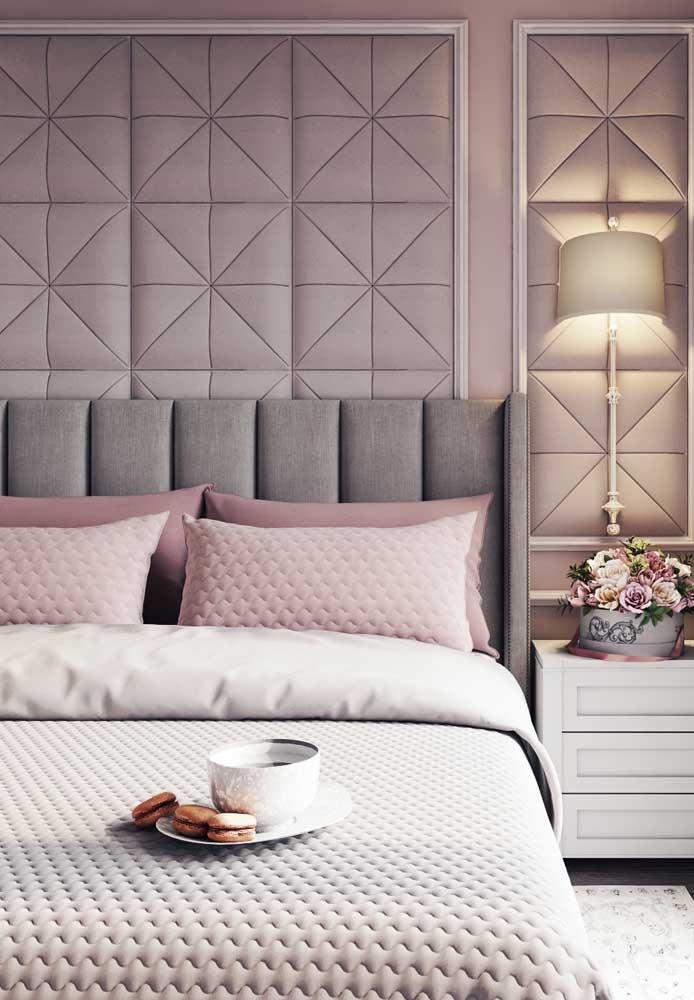 A sobriedade do cinza com a tranquilidade do tom rosa, fica perfeita para decorar o quarto de casal.