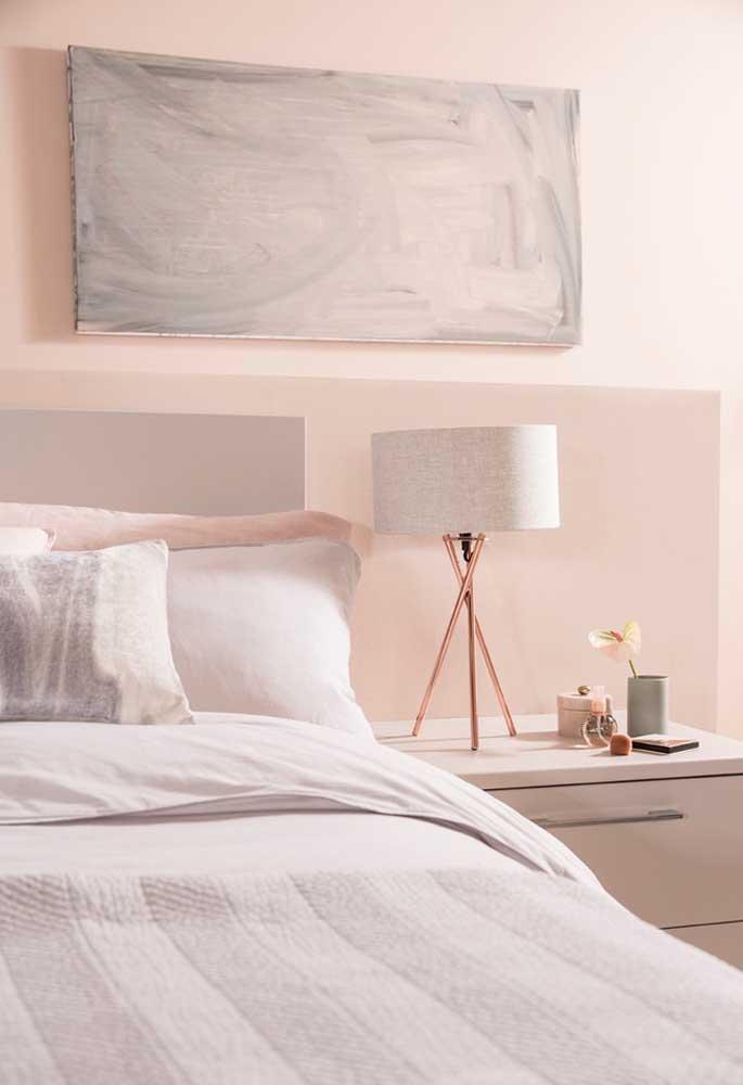 Se a intenção é fazer uma decoração mais tranquila no quarto, opte em usar tons mais claros da cor rosa.