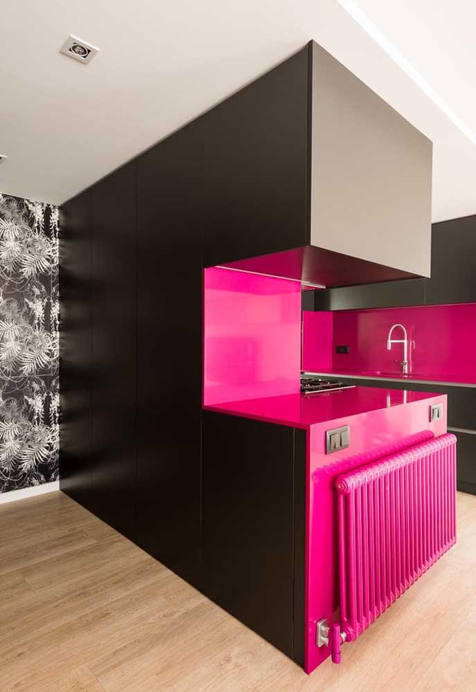 Quer algo mais marcante do que misturar as cores pink e preta?
