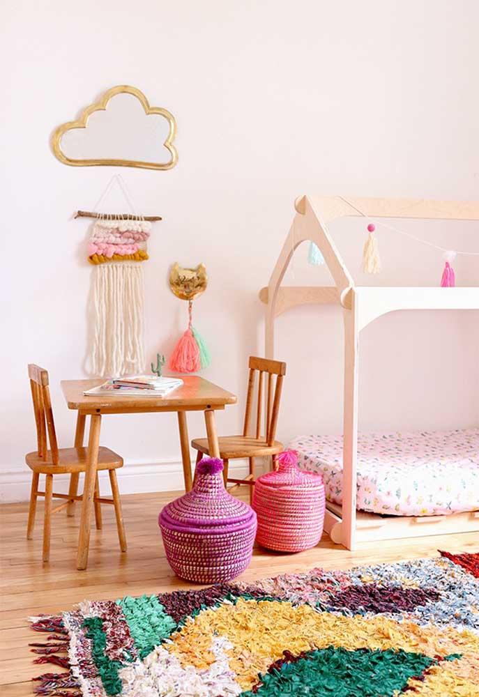 Uma boa opção para decorar o quarto de crianças é usar alguns elementos coloridos.
