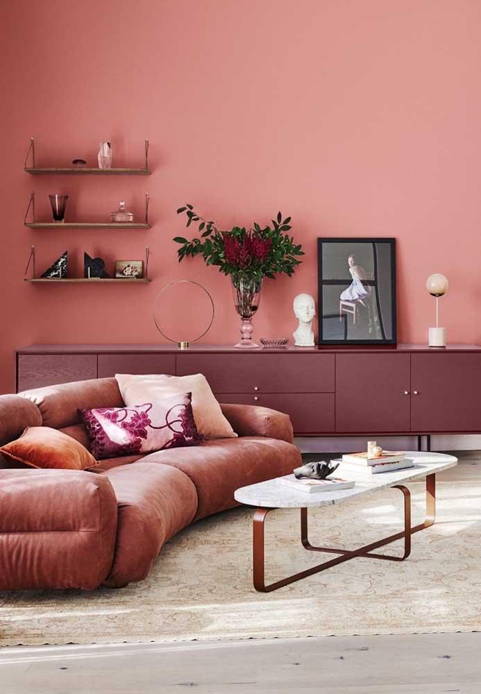 Uma mistura de cores rosa e marrom deixa o ambiente com mais intensidade.