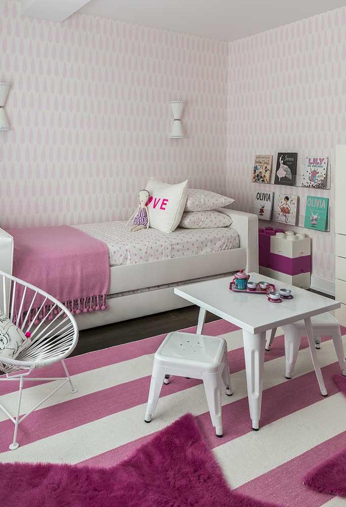 Toda menina gosta de ter um quarto lindo e organizado. Sendo assim, escolha cores que ajudam a manter esse equilíbrio como branco e rosa.
