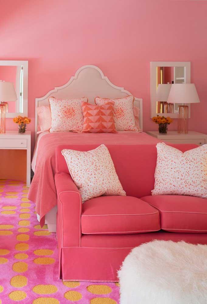 Muitas mulheres sonham em ter um quarto de princesa. Para isso, nada melhor do que usar os tons de rosa para fazer a decoração.