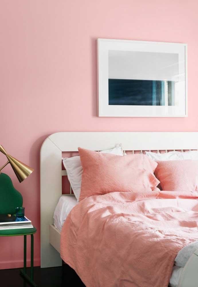 Combine a cor da parede com a cor das roupas de cama.