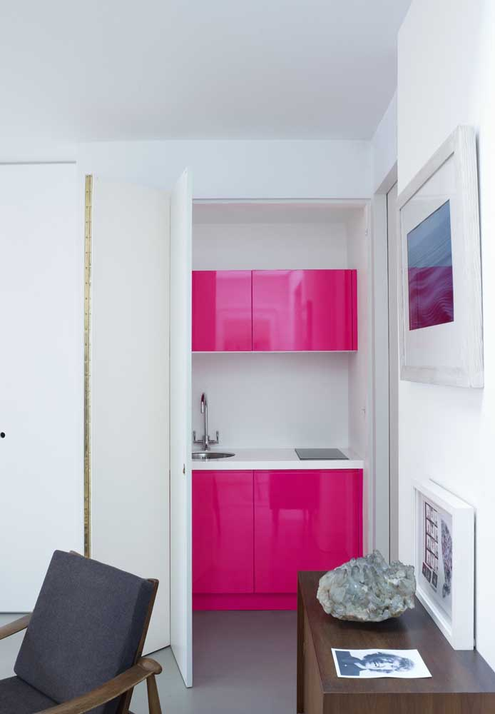 O que você diz desse armário todo pink? Diferente, ousado e moderno.