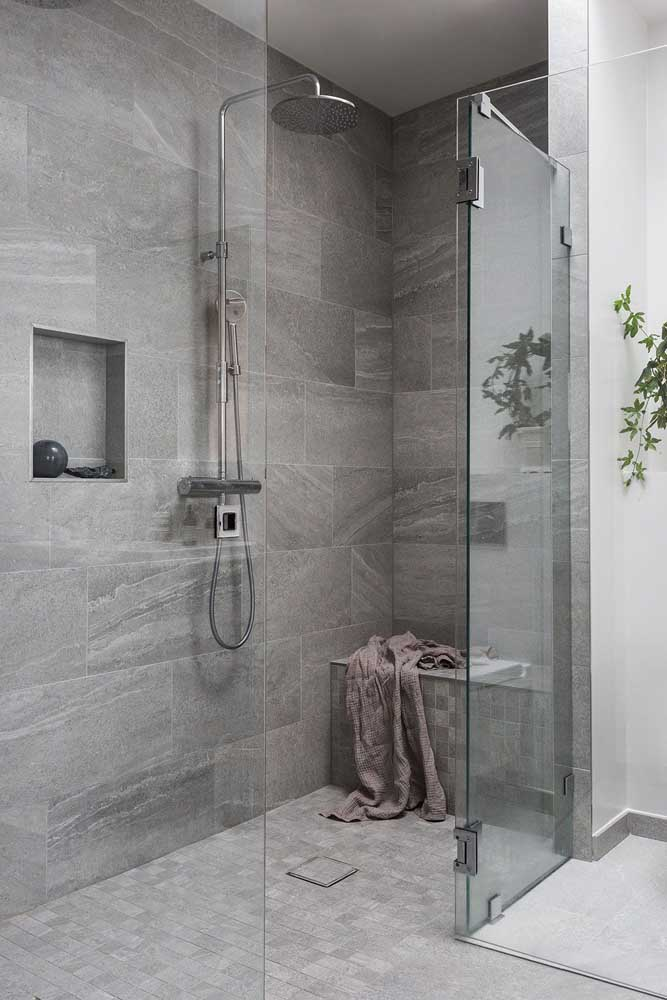 Azulejos de banheiro com estilo rústico, imitando cimento natural, ideal para projetos modernos