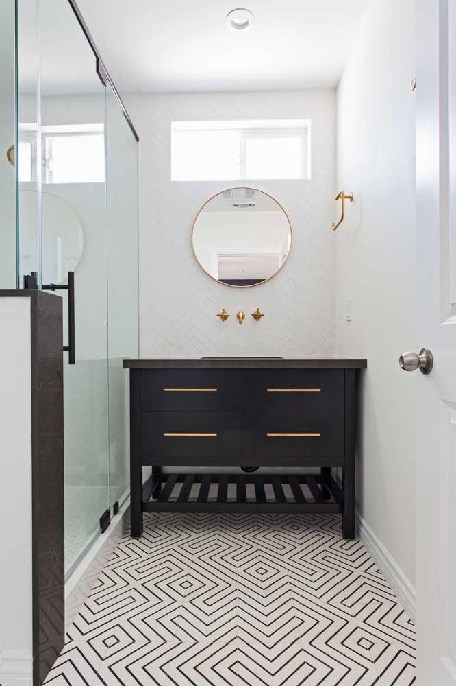 Azulejos brancos ficam ótimos em banheiros simples
