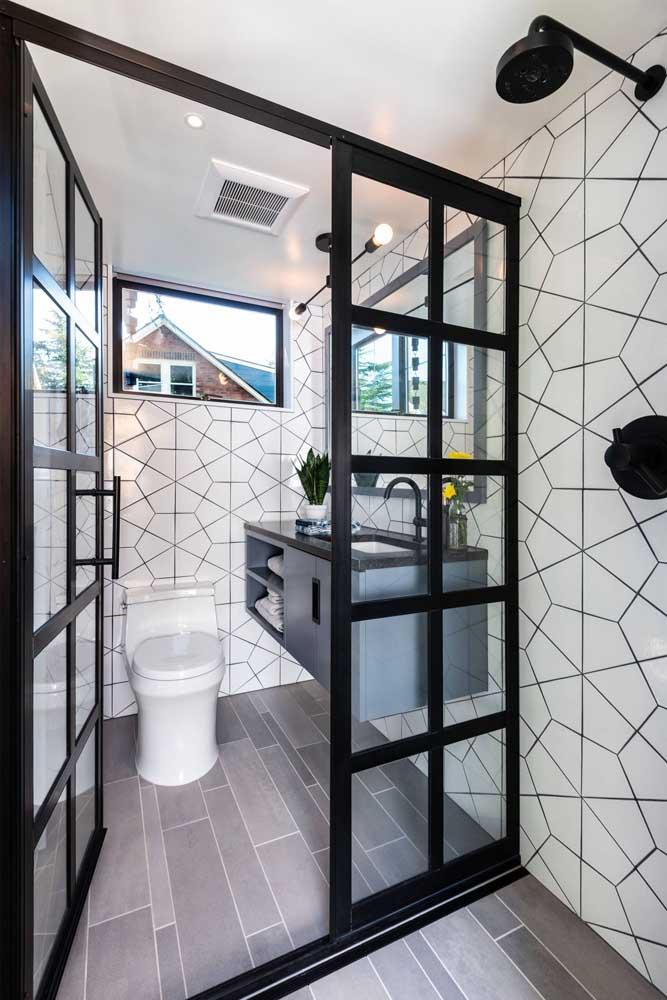Banheiro com azulejo de desenhos gráficos; neutro sem perder o estilo