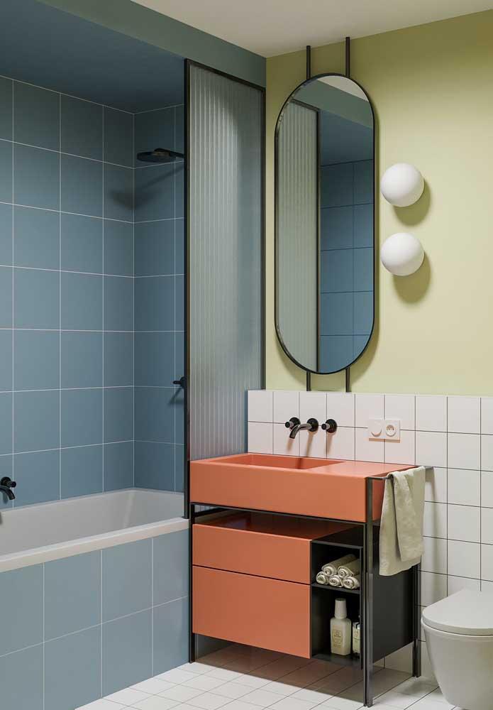Saiba combinar as cores na hora de decorar o banheiro para não ficar um ambiente exagerado.