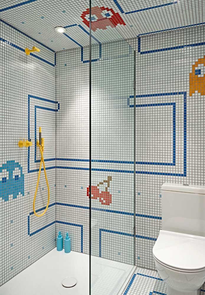 Se você deseja fazer um banheiro colorido para as crianças, use figuras e desenhos nos revestimentos.