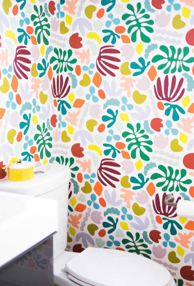 Na hora de escolher o papel de parede do banheiro, fique atento com a seleção das cores e dos desenhos.