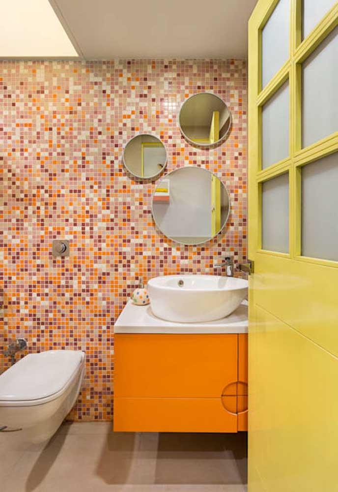 É incrível como a pastilha colorida deixa o banheiro mais alegre e divertido.