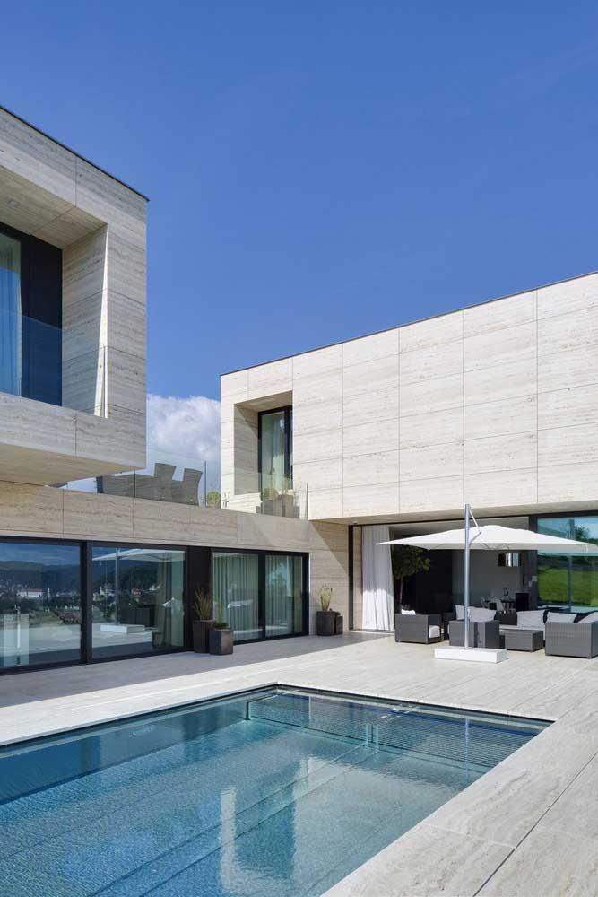Casa em L com fachada de porcelanato
