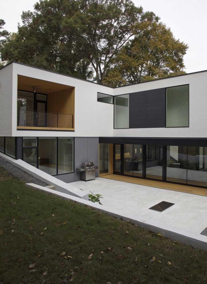 Casa em L simples com varanda no andar superior