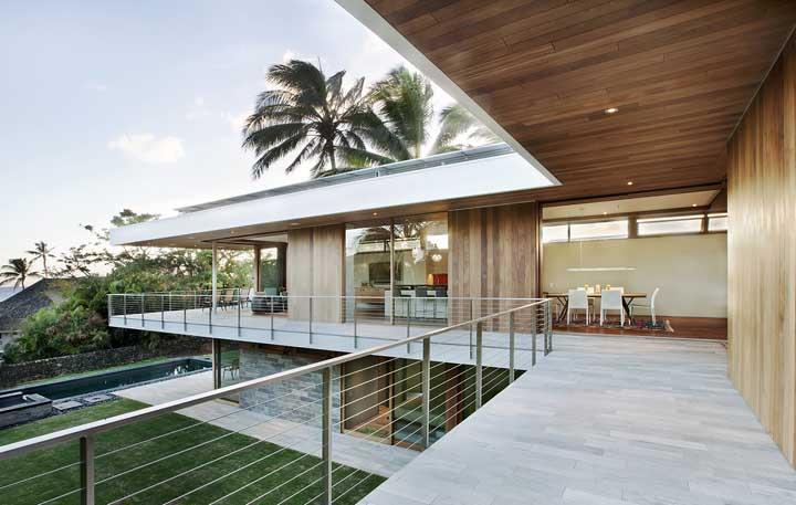 Uma das maiores vantagens da casa em L são os ambientes amplos e espaçosos