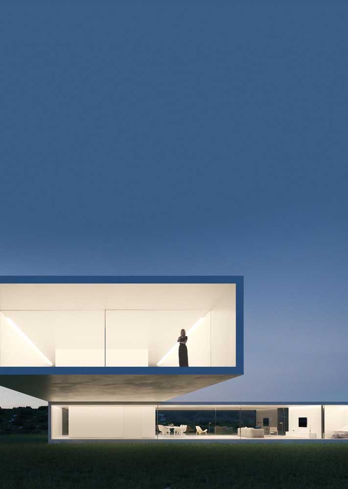 Inspiração de casa em L contemporânea com paredes de vidro; o terreno amplo permitiu um projeto mais arrojado
