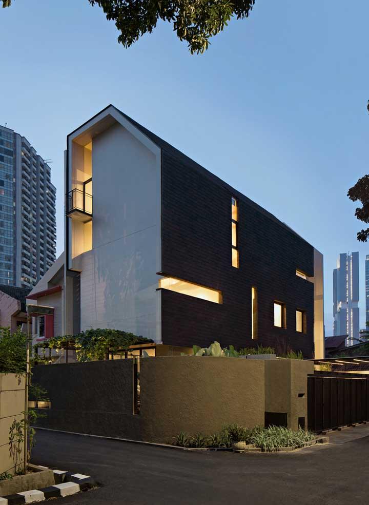 Para um melhor aproveitamento do terreno, a casa ganhou em altura