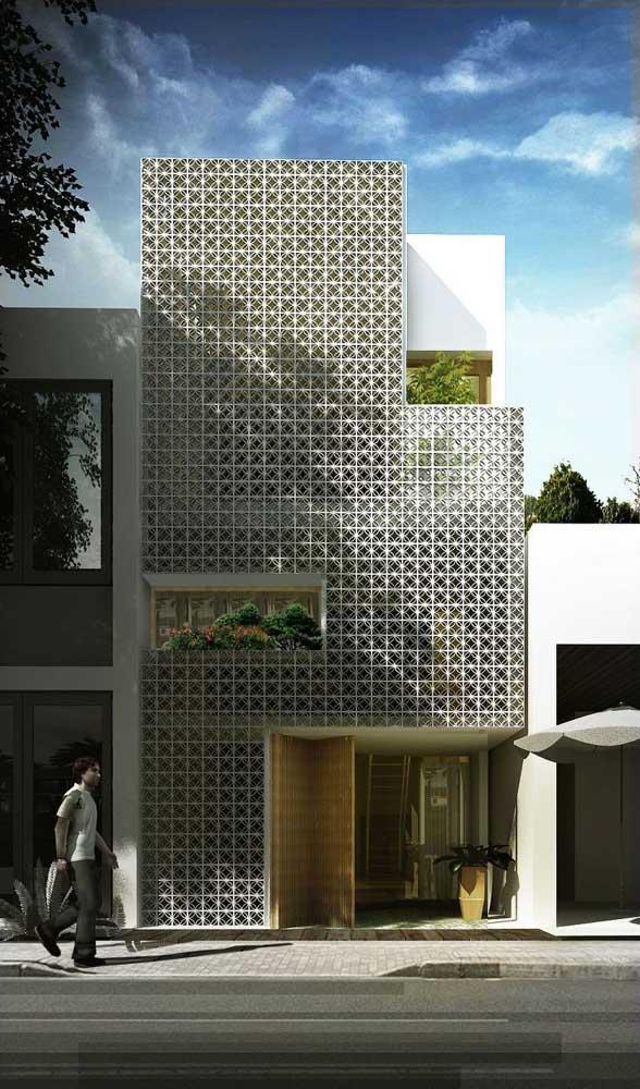 Casa planejada pequena com três pavimentos para melhor aproveitamento do espaço do terreno