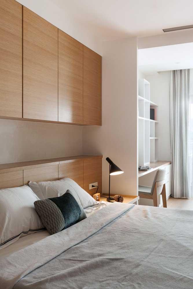 Quarto com móveis planejados para melhor aproveitamento do espaço disponível
