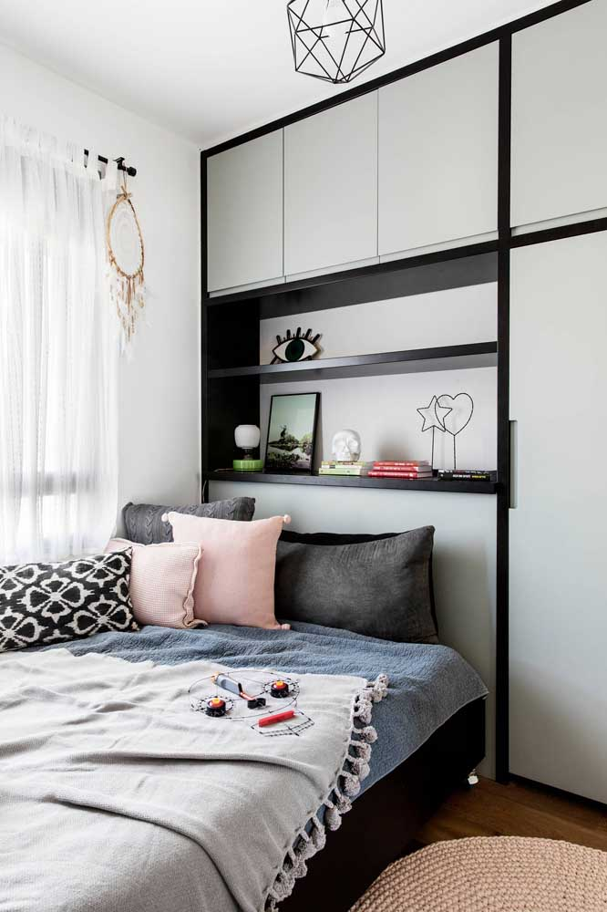 Quarto planejado com móveis sob medida; solução para casas pequenas