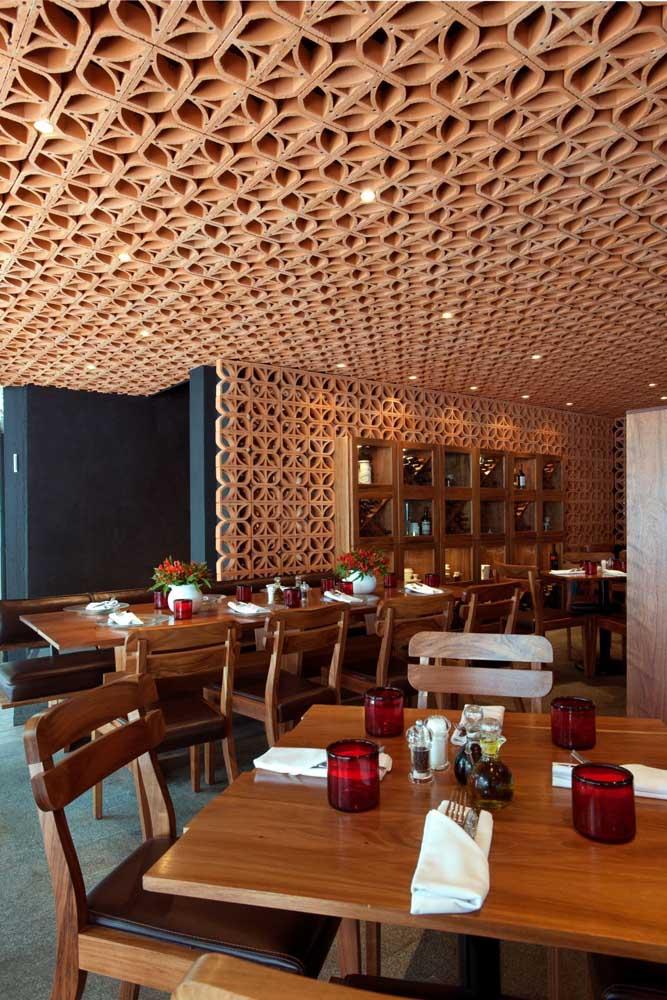 Espaços comerciais, como esse restaurante, só tem a ganhar com o uso dos cobogós