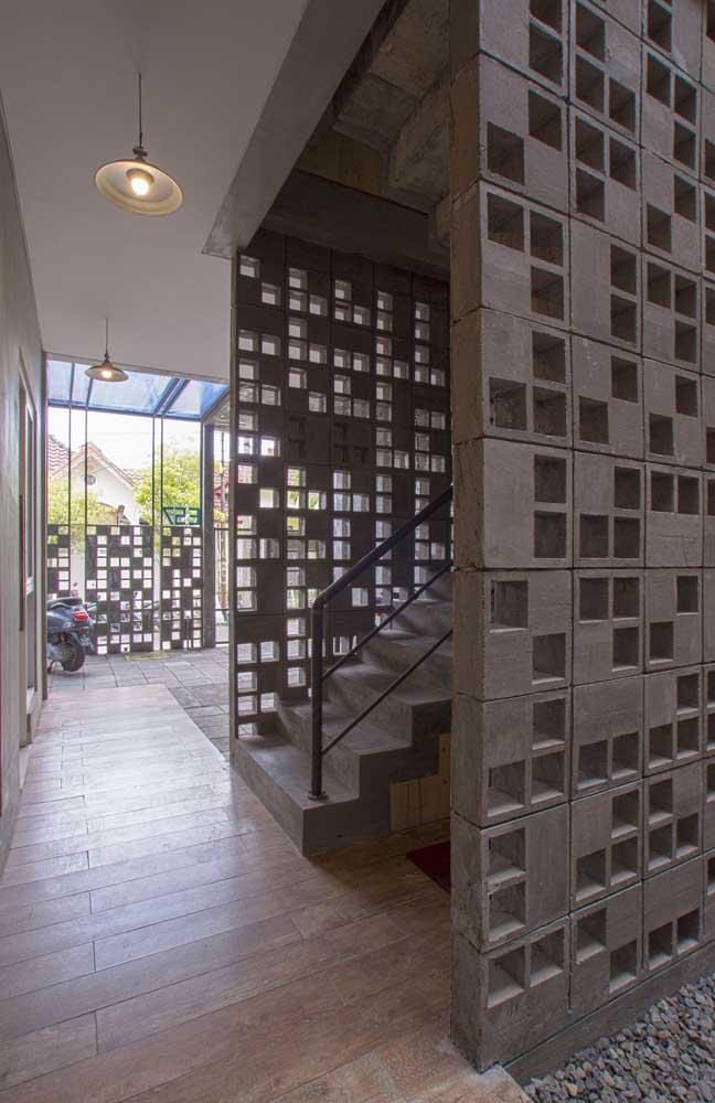 Cobogós de concreto pintados de marrom: rústico e moderno