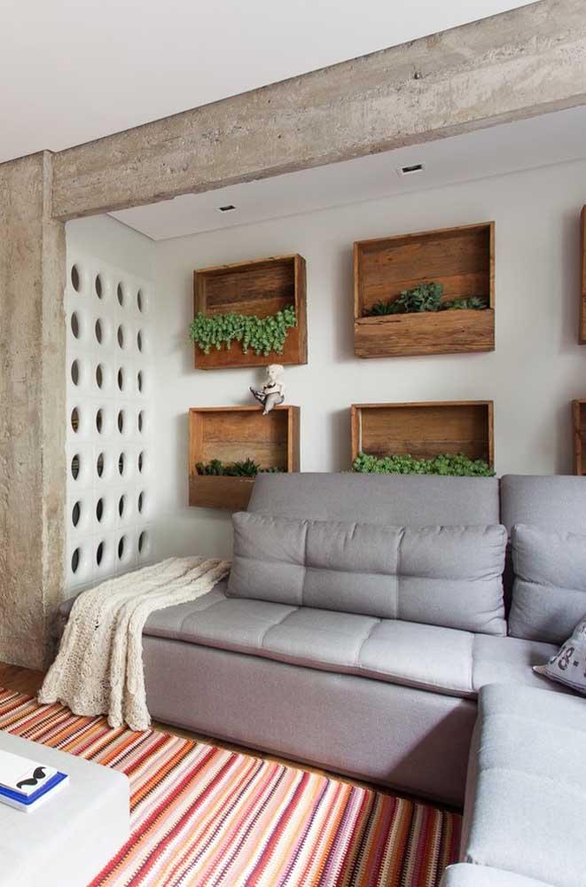 Linda essa inspiração de parede com cobogó junto das vigas de concreto aparente