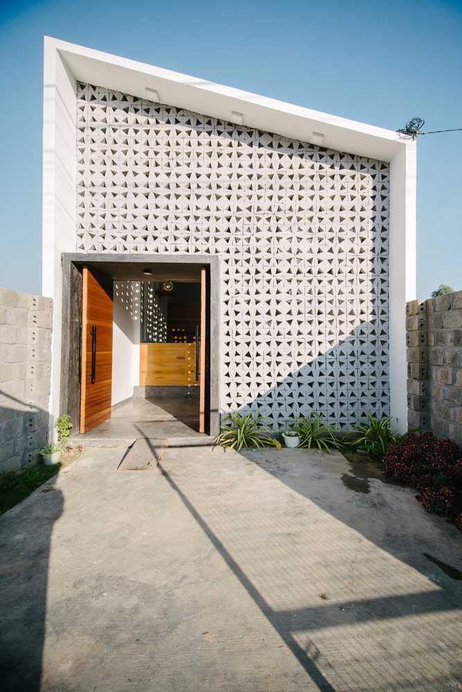 Para construir paredes inteiras, como essa da imagem, prefira cobogós de concreto
